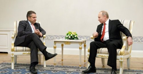 putin_gabriel_schroeder_dinner with an old acquaintance-der_spiegel_07jun17_U637TtLQ