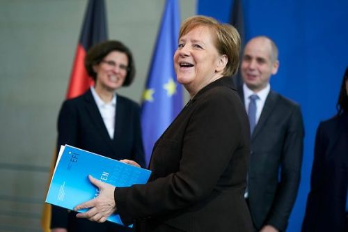 02-uebergabe-des-gutachtens-der-expertenkommission-forschung-und-innovation-efi-2020